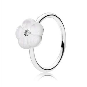 New Pandora Luminous Florals Mother of Pearl Ring